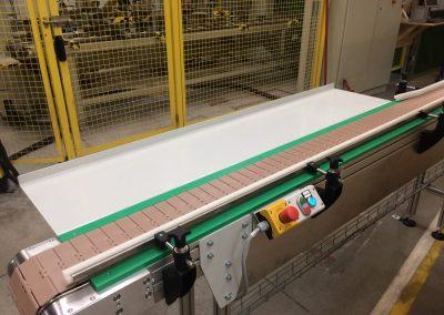 Léc adagoló műanyagtagos szállítószalag